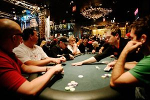 What to Choose: Poker or Online Casino?